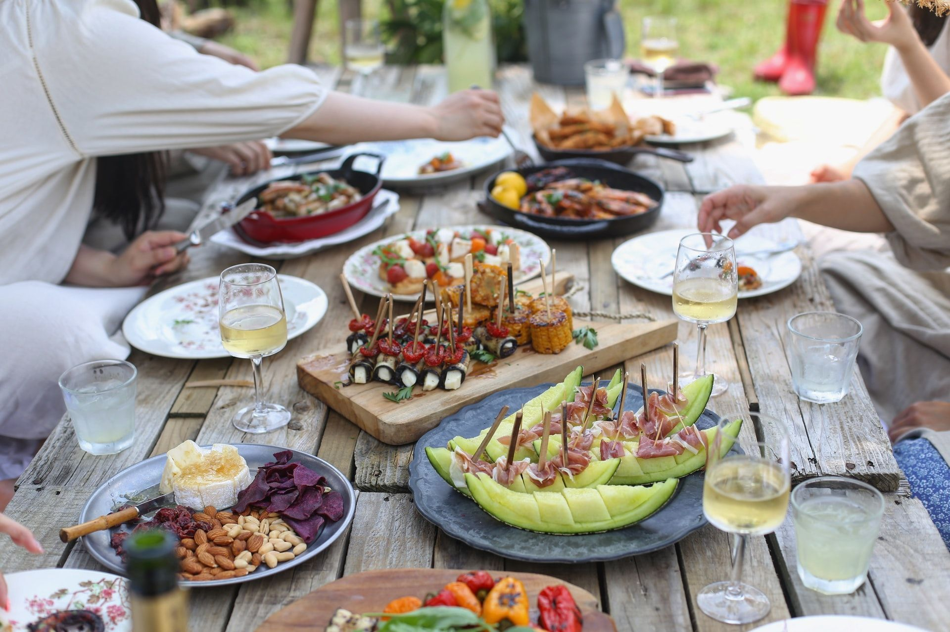 8 Easy Backyard Party Ideas For The Best Outdoor Get-Togethers